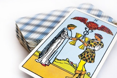 Essential Guide to learning to reading Tarot